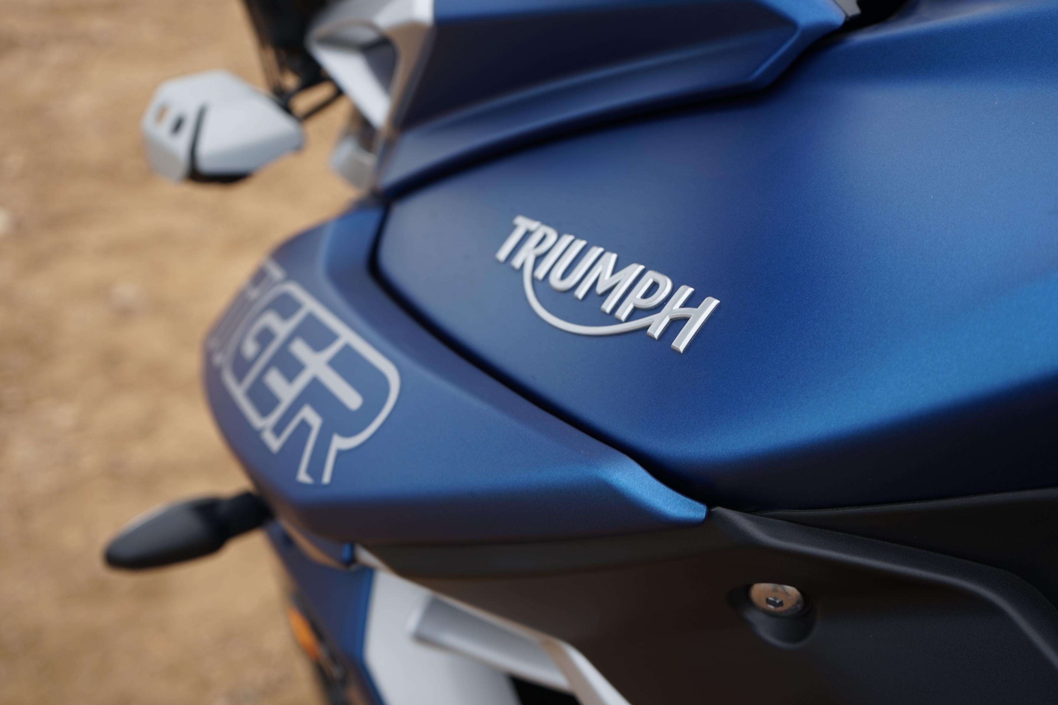Triumph Tiger 800 - detail nádrže
