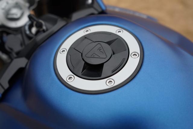 Dotažené do posledního detailu Triumph Tiger model 2018 - zátka nádrže