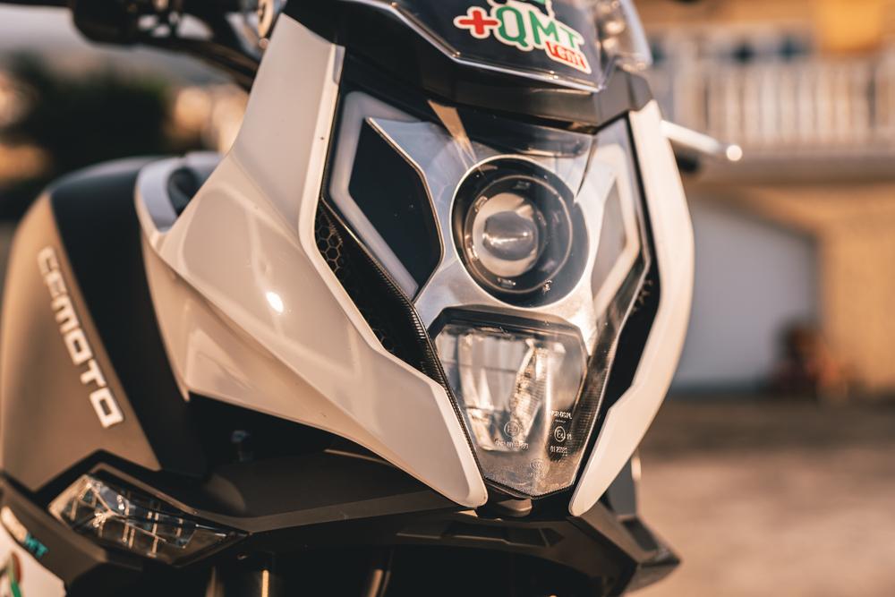 LED světla na CF Moto 650MT