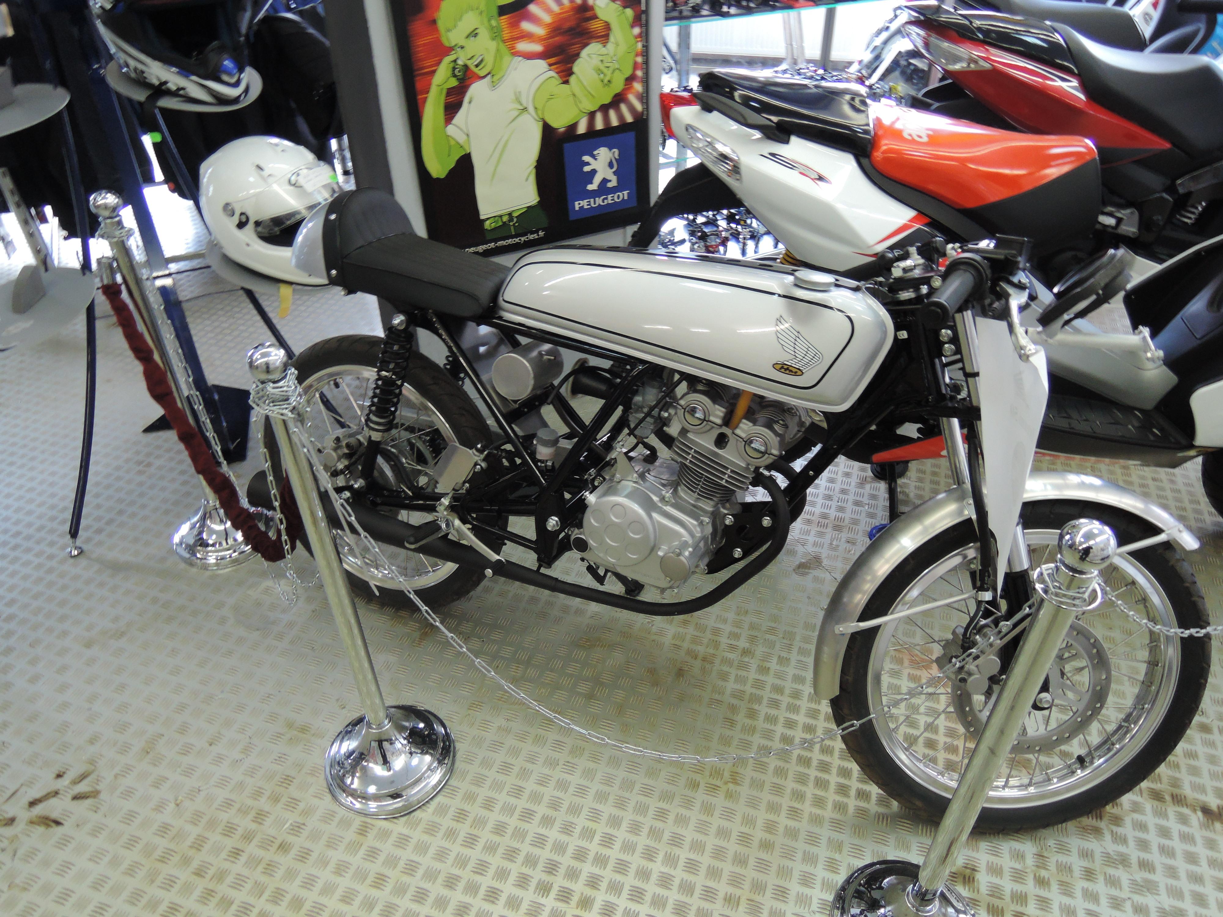 Honda Dream 50R v rumunském obchodě