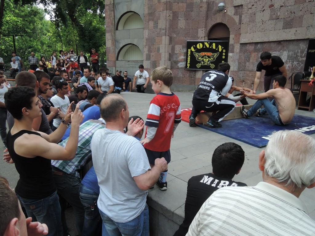 Arm wrestling v Jerevanu