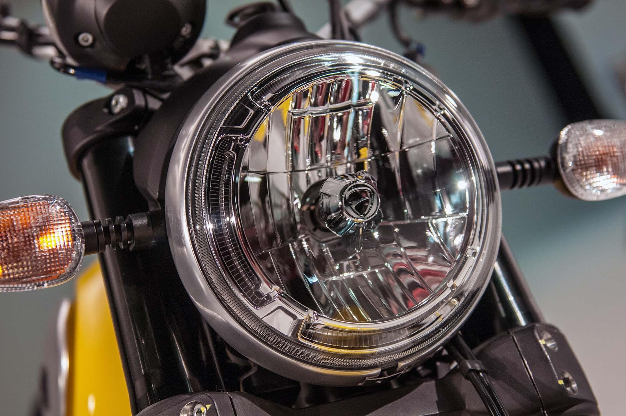 Hezké přední světlo Ducati Scambler ICon