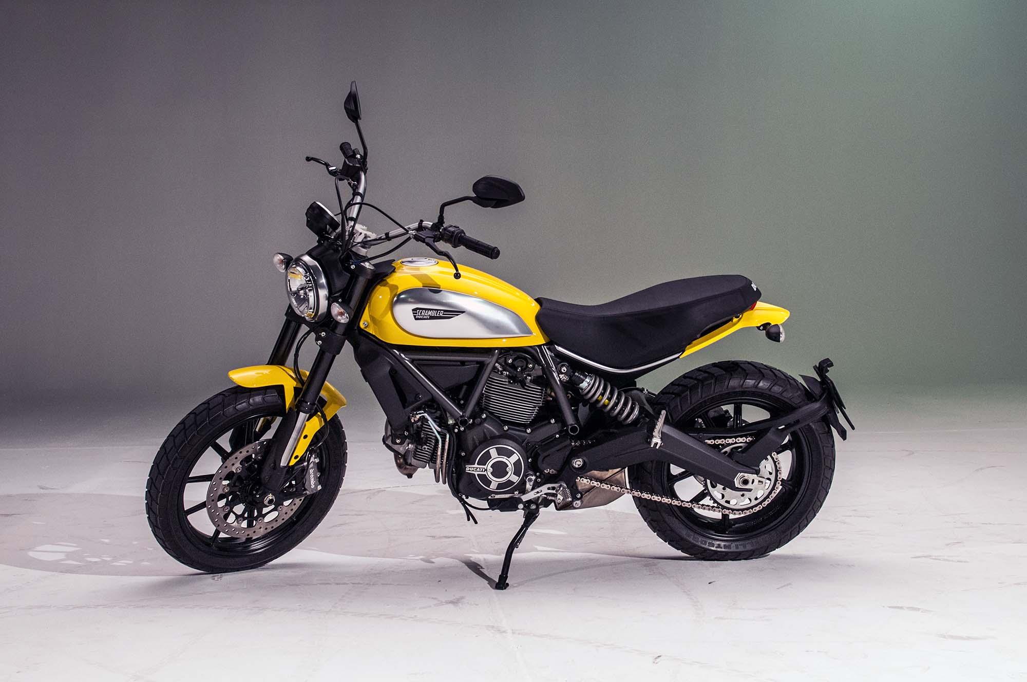 Ducati Scrambler Icon 800 ve žluté barvě