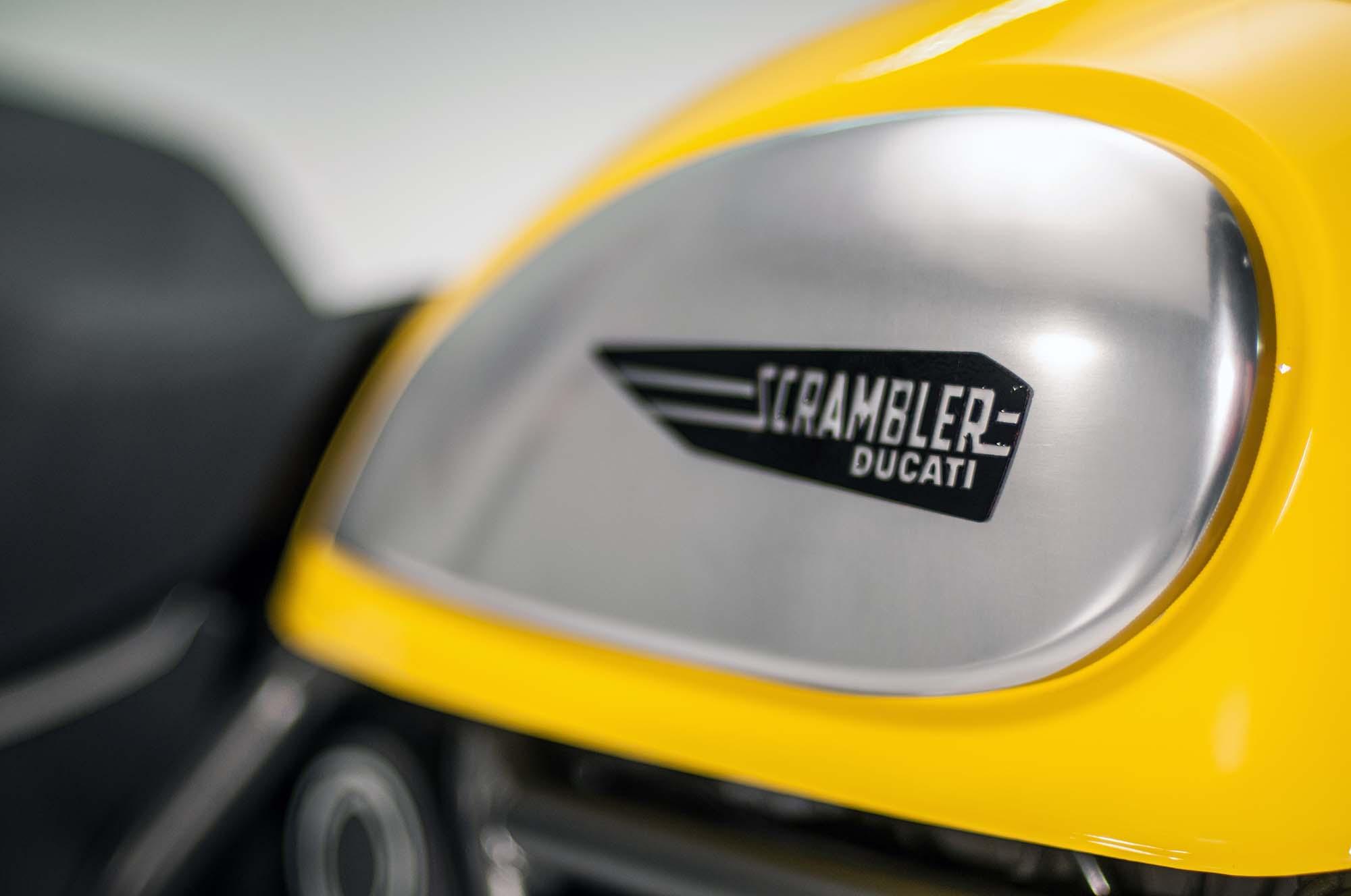 Detail na nádrž Ducati Scrambler Icon
