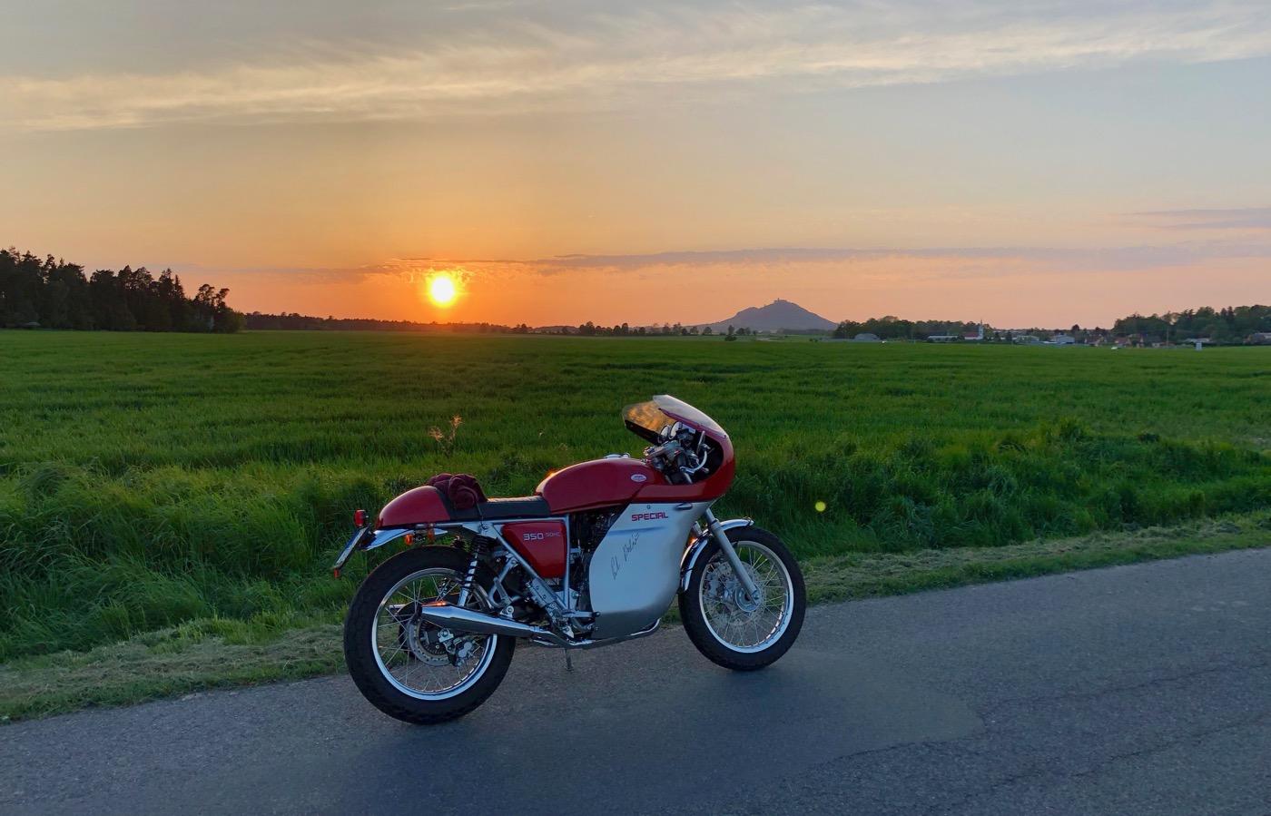 Jawa 350 Speciál a zapadající slunce