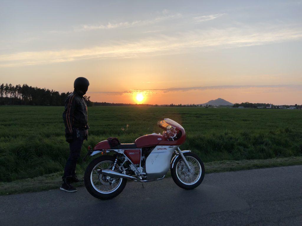 Jawa 350 Special při západu slunce