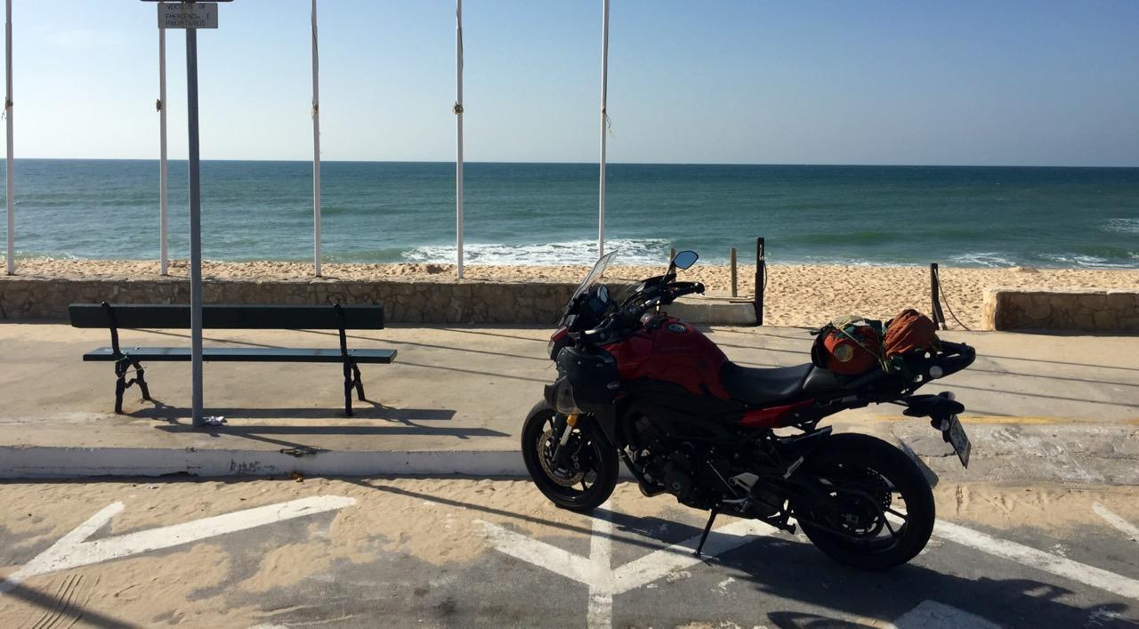 Cestopis na motorce Portugalskem: Yamaha MT-09 Tracer u moře