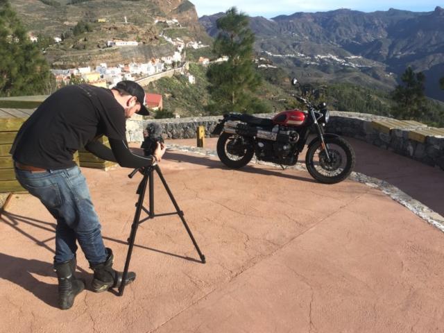 Natáčení testu Triumph Scrambler